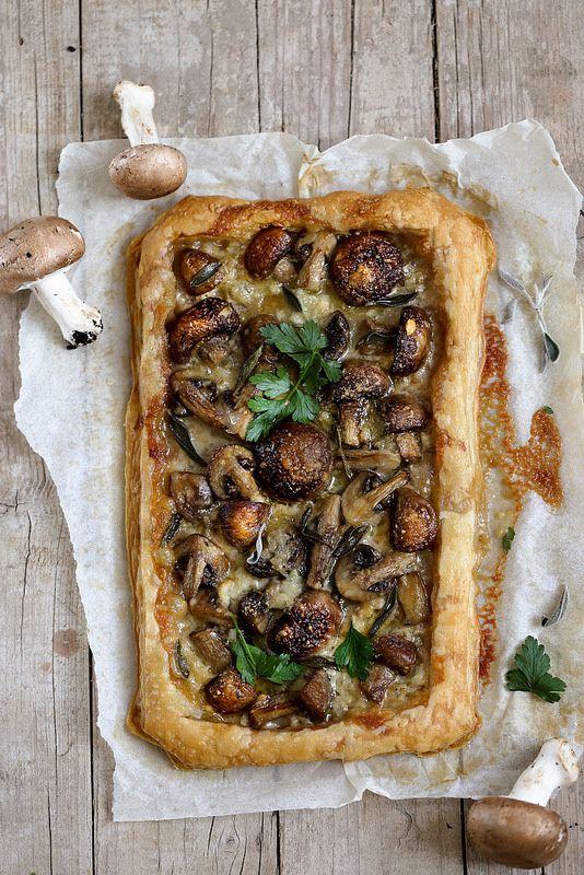 Recettes végétariennes pour Noël : tarte fine champignons et gorgonzola